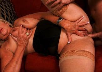 sexo con una suegra muy puta
