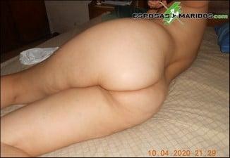esposa colombiana mostrando trasero